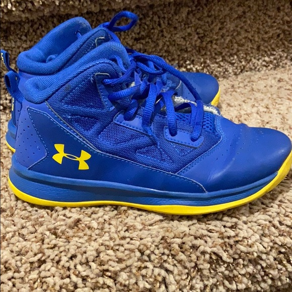 Boys Under Armour Size 3y High Tops